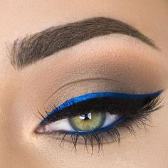 Seriously though, does blue eyeliner ever get old? I remember when I was in college years ago, I was obsessed with wearing blue eyeliner. It compliments any eye color, and if you have hazel eyes, it really does make it pop. No Eyeliner Makeup, Eye Makeup Tips, Prom Makeup, Makeup Goals, Hair Makeup, Eyeliner Ideas, Eyeliner Pencil, Makeup Kit, Makeup Meme