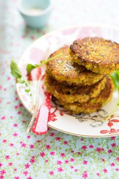 Quinoa patties. Ingredients:  2 1/2 cups cooked quinoa,  4 large eggs, beaten,  1/2 teaspoon fine-grain sea salt,  1/3 cup finely chopped fresh chives,  1 yellow or white onion, finely chopped,  1/3 cup freshly grated Parmesan or Gruyere cheese,  3 cloves garlic, finely chopped,  1 cup whole grain bread crumbs