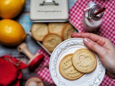 Citronové sušenky – razítkuje celá rodina – PĚKNĚ VYPEČENÝ BLOG Lemon Cookies, Biscuits, Ice Cream, Desserts, Food, Christmas, Kids, Lemon, Crack Crackers