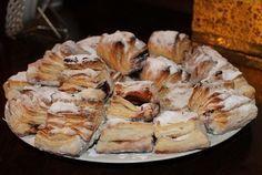 Igazi hájas tészta szilvalekvárral – gyermekkorunk egyik kedvenc sütije! Hungarian Cake, Hungarian Recipes, Hungarian Food, Pastry Recipes, Cookie Recipes, Ring Cake, Bread And Pastries, Sweet And Salty, Cake Cookies
