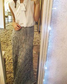 WEBSTA @ vanessamontoro - Saia Velvet longa   camisa seda sem manga de Laço ❤ #GetTheLook ☀✨ #VanessaMontoroStyle #VanessaMontoroCrochet #Timeless #FeitoporPessoas #HandMade #SlowFashion #PositiveFashion #FeitonoBrasil #MadeinBrazil