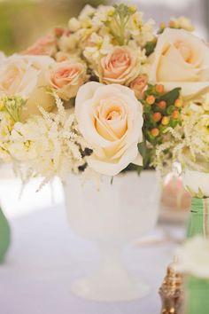 Antebellum Bridal Tea | nicole ryan photography / centro de mesa con rosas Centro para mesa Boda