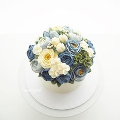 Repost sweetpetalcake 1 pound flower buttercream cake