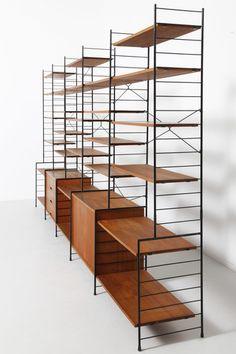 棚板は、バーチ・オーク・ウォールナットの木材や、ブラック・ホワイトのカラーパターンから選べます。サイズや奥行も豊富に揃っているので、ちょっとした壁掛け収納から、大型のブックシェルフまで、自由自在にアレンジできるのです。