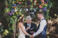 Já imaginou um casamento rústico boho? Então você precisa ver esse casamento! Uma explosão de cores, romantismo e alegria!