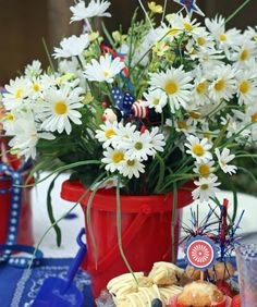 houses decorated for the 4th of july | Trend Tuesday: Fourth of July Decorations : Confetti Diaries