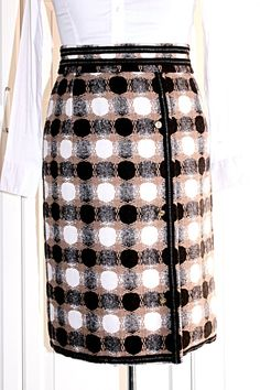 Sewing Chanel-Style, how to sew a Chanel Inspired jacket? Chanel Fashion, Chanel Style, Couture Sewing Techniques, Couture Skirts, Couture Jackets, Chanel Jacket, Chanel Couture, Layered Skirt, Skirt Fashion