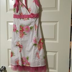 Very cute stylish summer dress Pink & white dress with tulle edge, ties around neck, knee length, flowers all over, zip back Ruby Rox Dresses Backless