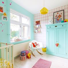 Joli chambre, avec une décoration colorée et douce à la fois