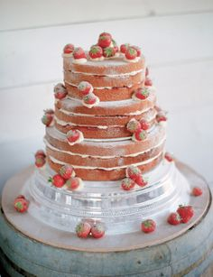 tiered victoria sponge wedding cake fifties bridal style for a relaxed and informal 20969