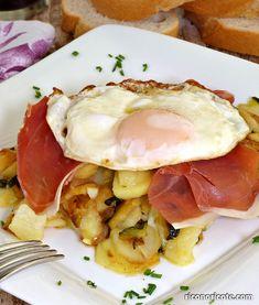 Patatas con calabacín y huevos rotos. Quick Recipes, Vegan Recipes, Tapas, Good Food, Yummy Food, Egg Tortilla, Le Chef, Chicken Salad Recipes, Greens Recipe
