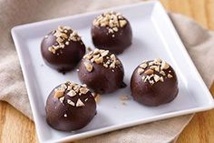 What do you need to make spicy & elegant Gingersnaps Cookie Balls? Just cream cheese, gingersnaps & chocolate. These Gingersnaps Cookie Balls are easy!