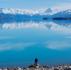 A view of blue hues.   Pic: @_davedave - Lake Pukaki #hakatours _________________________________  #pukaki #seasons #nz #travel #newzealand #kiwi #instatravel #travelgram #spring #nature #northisland #southisland #aotearoa #scenery #sceneryporn #beautiful #cold #ourplanetdaily #neverstopexploring #lonelyplanet #splendid_earth #tourtheplanet #beautifuldestinations #igbest_shotz #naturelovers #roamtheplanet #worldshotz #wanderlust #openmyworld