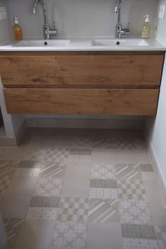 Portuguese tiles, cement tiles, Moroccan Zelliges, Azulejos and Mosaic Tiles. Own production 15 000 handmade tiles in stock, expert advice Patricia Urquiola, Modern French Country, Home And Living, Living Room, Double Vanity, Tiles, Furniture, Interior Design, Bathroom