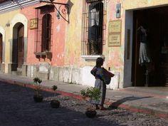 La ciudad de Antigua se caracterizar por sus colores y si estética colonial.