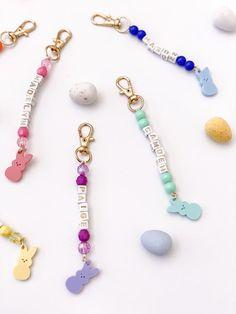 Ty Dye, Safety Pin Crafts, Homemade Bracelets, Beaded Jewelry, Beaded Bracelets, Diy Friendship Bracelets Patterns, Weird Jewelry, Bracelet Crafts, Handcrafted Jewelry