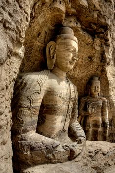 Rock carved buddha statues at Yungang Grottoes in Shanxi, China (by Pondspider).