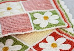 Adorable free daisy afghan free crochet pattern. The squares would also make a nice dishcloth or washcloth pattern.