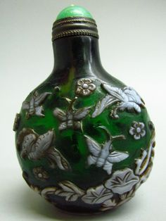 Chinese Peking Glass Carved Snuff Bottle -Butterfly Pat