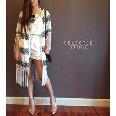"""Blazer Weave  เสื้อคลุม ผ้าปักลายสลับขาวดำ เนื้อผ้าอยู่ทรงสวย ลายปักสวยมาก ติดพู่ปลายแขนและชายผ้า น่ารักมากๆ   Size : อก 40"""" ยาว+พู่ 40"""" ยาว 31""""   สนใจ ติดต่อ :   Facebook   : www.facebook.com/adsdress  Line            : @adsdress Instagram   : @adsdress Tel.              : 0986967889 E-mail         : adsdress@hotmail.com"""
