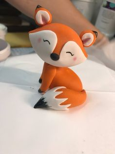 Sweet little fox, made of fondant with edible paint and edible colored dust accents. Shared by SPCN. use this technique, but for a racoon This edible fondant fox is just one of the custom, handmade pieces you'll find in our figurines shops. Fondant Animals, Clay Animals, Fondant Cake Toppers, Fondant Cakes, Fondant Baby, Cupcake Toppers, Fondant Rose, Fondant Flowers, Cute Polymer Clay