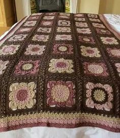 link to private blog. wish the owner would share or sell the pattern :(