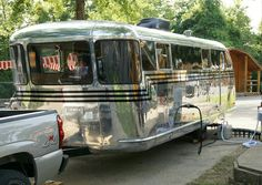 Vintage Travel Trailers Take Campers Back To A Simpler Time . checklist hacks products tips box camping camping campers caravans trailers travel trailers Old Campers, Vintage Campers Trailers, Retro Campers, Vintage Caravans, Camper Trailers, Vintage Motorhome, Happy Campers, Airstream Campers, Spartan Trailer