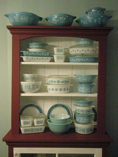 ♡♡♡ pretty little Pyrex collection.