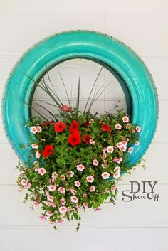 Welcome to the diy garden page dear DIY lovers. If your interest in diy garden projects, you'are in the right place. Creating an inviting outdoor space is a good idea and there are many DIY projects everyone can do easily. Garden Crafts, Garden Projects, Garden Art, Garden Design, Diy Projects, Tire Garden, Garden Junk, Diy Crafts, Spring Projects