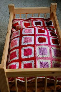 Granny square doll blanket - strikkepinnerogandrepinner