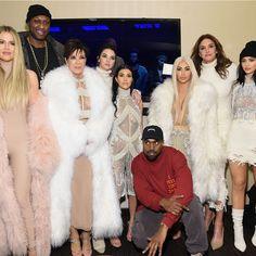 Kim, Kendall, Kylie, Khloé, Kourtney, Caitlyn, Kris, et même North West… Toute la famille était réunie pour soutenir Kanye West lors de la présentation de sa nouvelle collection : Yeezy Season 3.