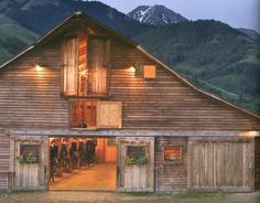 Old horse barn.. yup I love the old vintage style ^^ With green hills and the mountains.
