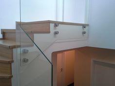 Samonosné zábradlie bez madla z lepeného bezpečnostného skla.