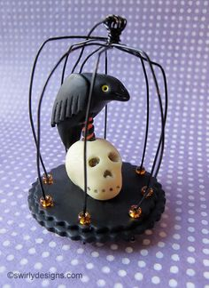 Tutorial to make this caged crow - could change the skull to a pumpkin!  Fimo, Cernit et accessoires : http://www.creactivites.com/236-pate-polymere