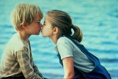 Pin for Later: The Best Movie Kisses of All Time My Girl Best friends Thomas (Macaulay Culkin) and Vada (Anna Chlumsky) share their first kiss by the water. Beau Film, First Kiss Stories, First Kiss Quotes, Kissing Quotes, Best Chick Flicks, Movie Kisses, Macaulay Culkin, Movie Couples, Hot Couples
