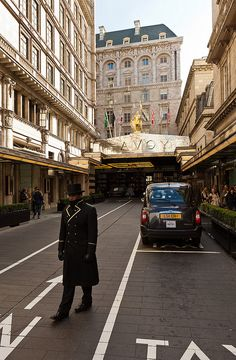 Did you know that the London Cab small turning circle was made to tackle the roundabout at the Savoy Hotel?