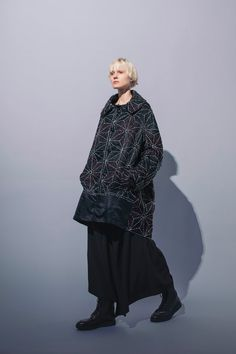 The complete Y's Pre-Fall 2018 fashion show now on Vogue Runway. Autumn Fashion 2018, Fall Fashion Trends, Fashion News, Fashion Women, Fashion Brands, High Fashion, Catwalk Collection, Fashion Show Collection, Quilted Clothes