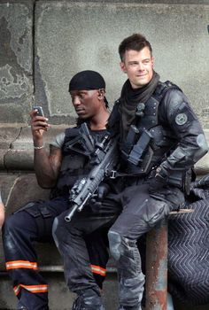 'Transformers on set with Tyrese Gibson and Josh Duhamel, 2011 Josh Duhamel Transformers, Transformers Memes, Skylar Astin, Eric Dane, Hottest Male Celebrities, Celebs, James Maslow, Dapper Men, Alyson Hannigan
