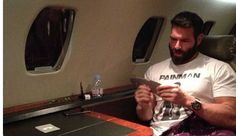 Millionaire playboy poker player Dan Bilzerian lives a life that few of us can dream of Way To Make Money, Make Money Online, Dan Bilzerian Girls, Jouer Au Poker, Private Plane, Long Beards, Just For Men, Rich Life, Playboy