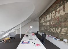 Australian architecture firm Clare Cousins Architects has recently completed an attractive office design alongside a private residence. The office is bright and houses a creative design firm.