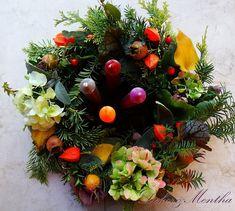 Adventi koszorú kerti virágokból - Dekor és Mentha Advent, Christmas Wreaths, Holiday Decor, Home Decor, Decoration Home, Room Decor, Home Interior Design, Home Decoration, Interior Design
