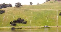 Dziwnie położone boisko do piłki nożnej • Galeria śmiesznych obrazków • Zabawne boisko piłkarskie na zboczu góry • Wejdź i zobacz >> #football #soccer #sports #pilkanozna #funny