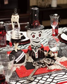 Tired of the same old orange, pumpkin Halloween themes? Check out the Spooky Carnival party ideas on this blog! #Halloween #party