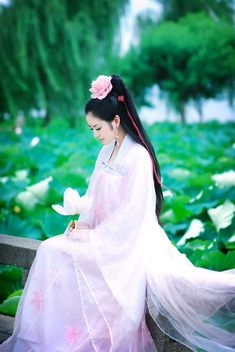 Chinese dress - Hanfu<<its so gorgeous! Hanfu, Traditional Fashion, Traditional Dresses, Traditional Chinese, Japan Kultur, Chinese Clothing, Chinese Dresses, China Girl, Chinese Culture