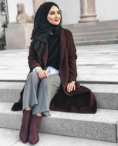 Pinned onto 2018 winter outfits Board in 2018 winter outfits Category Turkish Hijab Style, Turkish Fashion, Islamic Fashion, Muslim Fashion, Modest Fashion, Hijab Fashion, Girl Hijab, Hijab Outfit, Turban