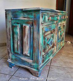 Como restaurar móvel antigo de madeira by ALÉM DA RUA ATELIER/Veronica Kraemer, via Flickr