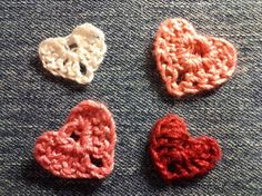 These one-round #hearts are so cute, #ValentinesDay or year-round! This #freecrochetpattern includes instructions for even tinier hearts, too!