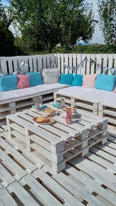 DIY Pallet Patio Furniture - Pallets Garden Party Lounge Projects | 101 Pallet Ideas