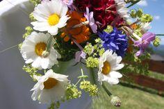 Wiesenblumen-Hochzeit; Heiraten in Garmisch-Partenkirchen, Riessersee Hotel Resort, Garmisch-Partenkirchen, Bayern - Wedding in Bavaria - Alpine flowers wedding