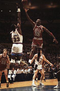Michael Jordan goes up and over Pat Ewing